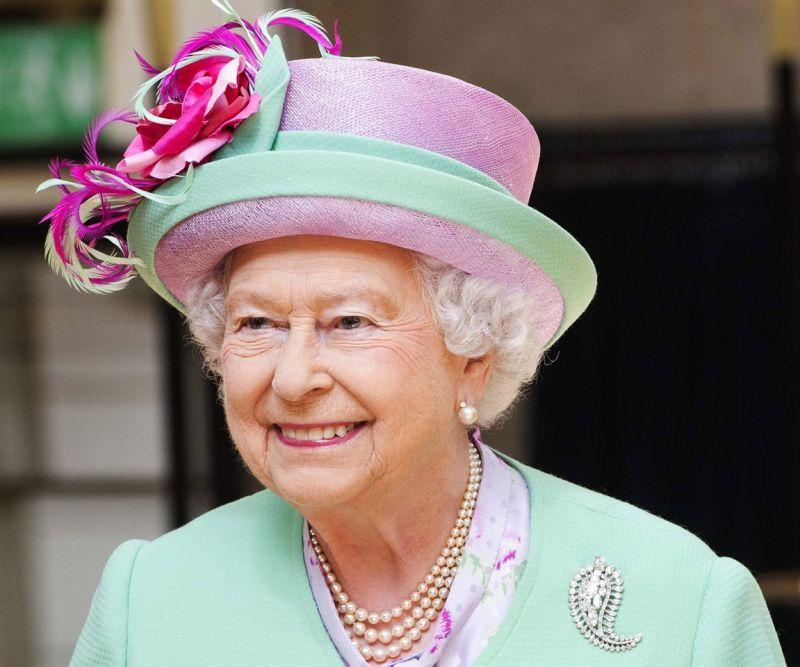 Tutti I Cappelli Della Regina Elisabetta Ii Foto