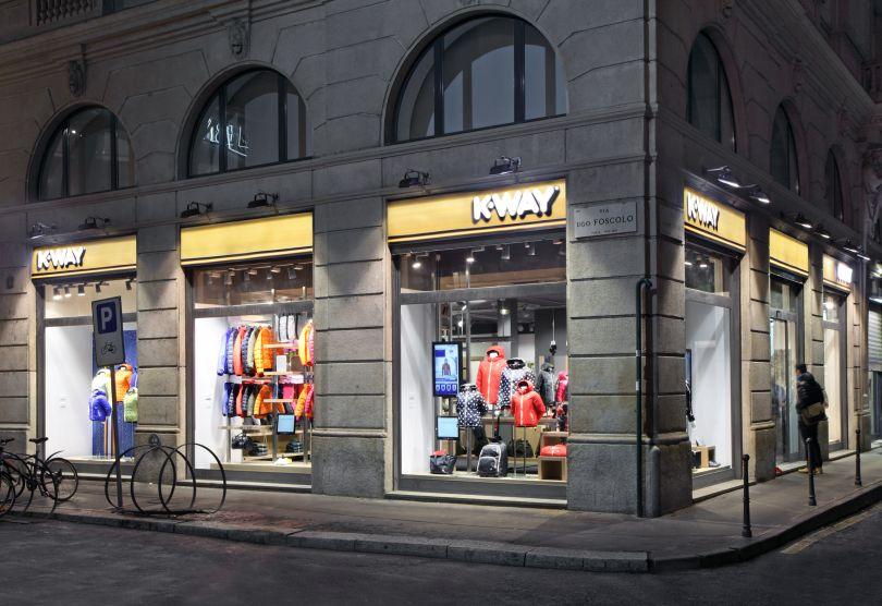 k way conquista milano il primo negozio monomarca nel cuore della citt velvet style. Black Bedroom Furniture Sets. Home Design Ideas