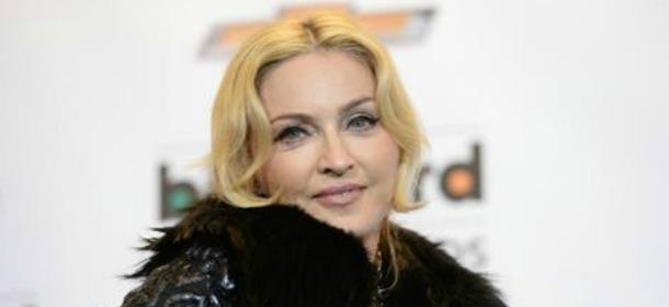 Madonna in Les Copains per il video #AskMadonna: su Instagram si parla con lei