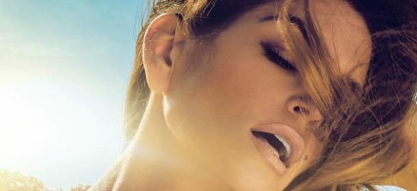 Cindy Crawford torna sul set per un photoshoot lungo le spiagge di Malibù