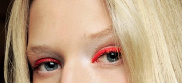 Non solo eyeliner: le proposte 2015 hanno texture in gel e colori fluo
