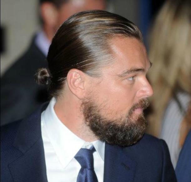 Raccogliere capelli lunghi uomo