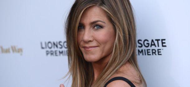 Jennifer Aniston alla première del suo ultimo film: mise nera e fede nuziale in bella vista