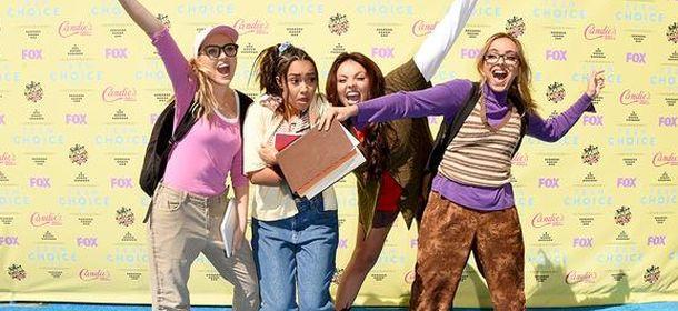 Little Mix ai Teen Coice Awards 2015, doppio look nerd/sexy. La trasformazione sul palco