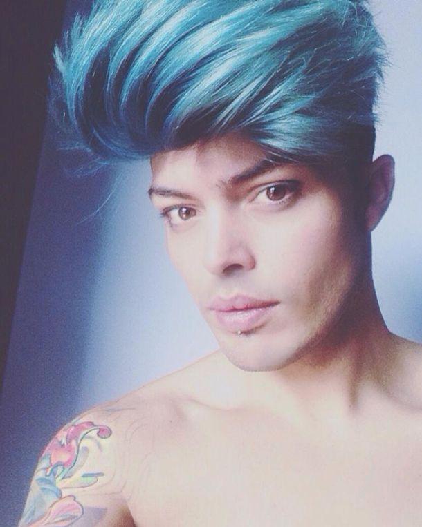 Stash Fiordispino, ciuffo blu per il cantante dei The ...