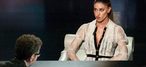Belen Rodriguez, abito bianco trasparente
