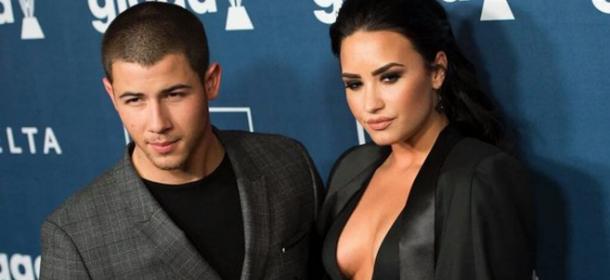 Décolleté da urlo di Demi Lovato ai Glaad Media Awards