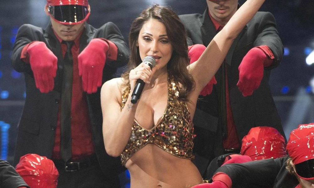 Anna Tatangelo risponde alle accuse contro il suo look