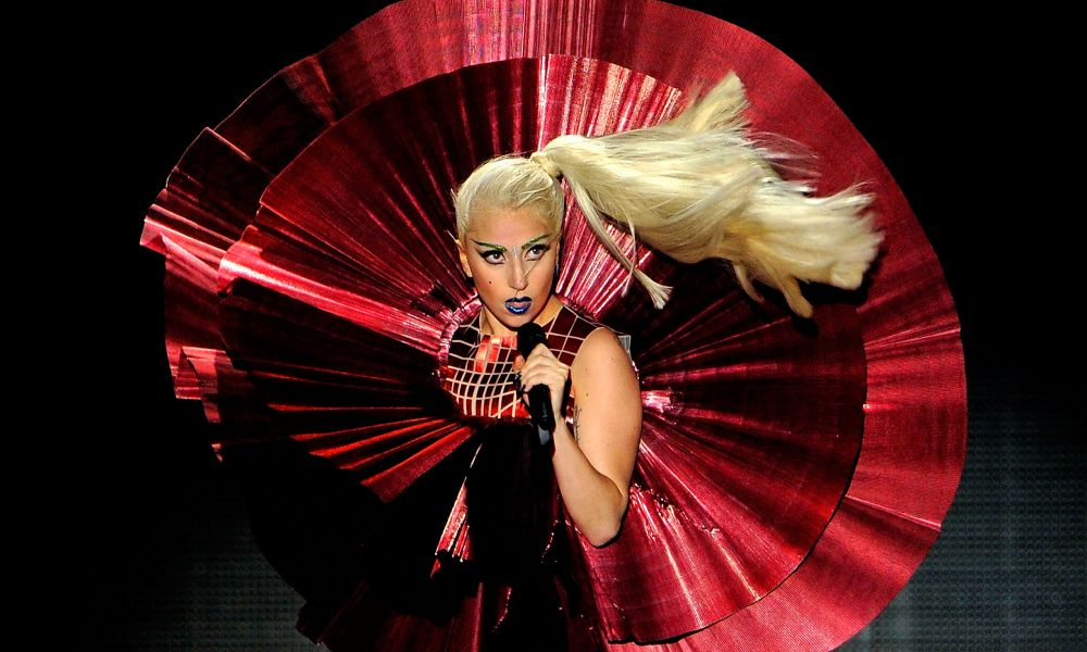 "Provocatrice, estrosa, diva: Lady Gaga la ""regina"" dei Look"