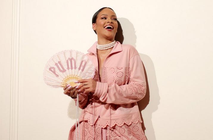 Rihanna reinventa Maria Antonietta con Fenty alla Parigi Fashion Week