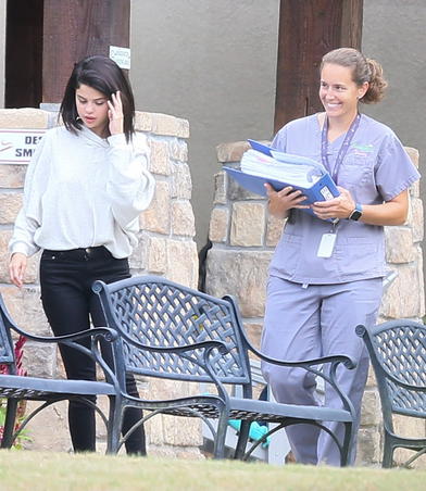 Selena Gomez: il nuovo look in rehab