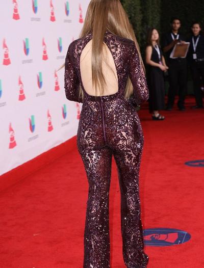 Jennifer Lopez quasi nuda sul red carpet