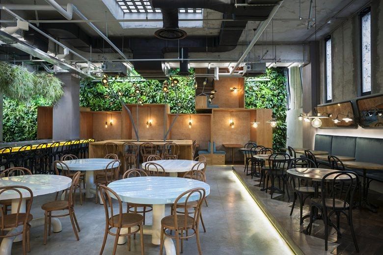 Fendi inaugura il nuovo ed esclusivo FENDI Caffè a Roma