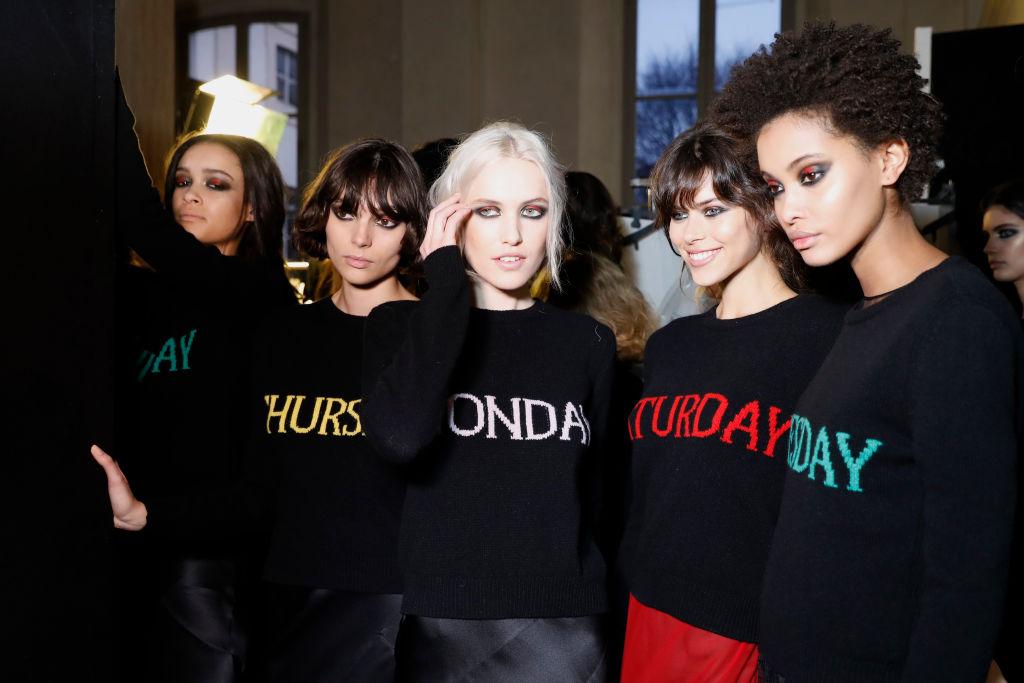 Alberta Ferretti ha sfilato a Milano in occasione della Fashion Week nella capitale della moda italiana, presentando la collezione autunno inverno 2017-2018