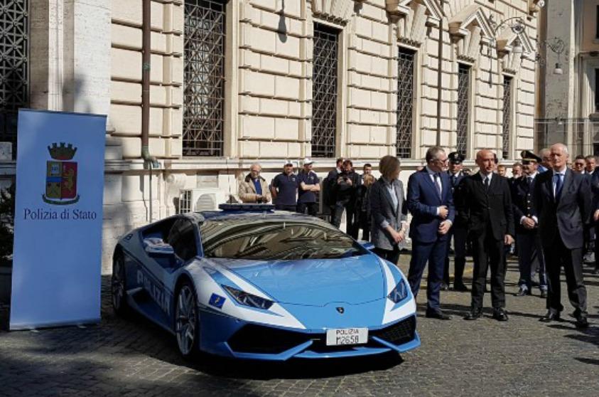 Largo Alla Nuova Lamborghini Hurac N Polizia Velvet