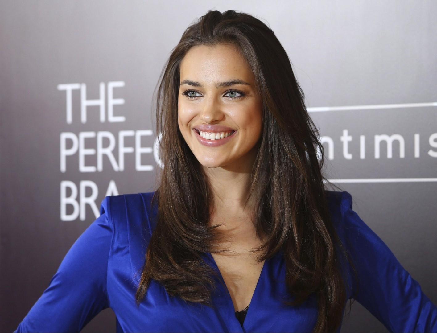 """È stata la modella a dare la notizia sulla sua pagina Instagram, commentando: """"Innamorata del mio nuovo bralette"""". Niente paura Bradley, parliamo del mix tra un top e un reggiseno che Irina porta come poche altre al mondo."""