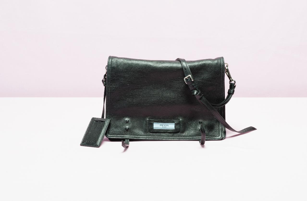 b51bd932fc Prada Etiquette: la nuova borsa che fa la differenza - Velvet Style ...