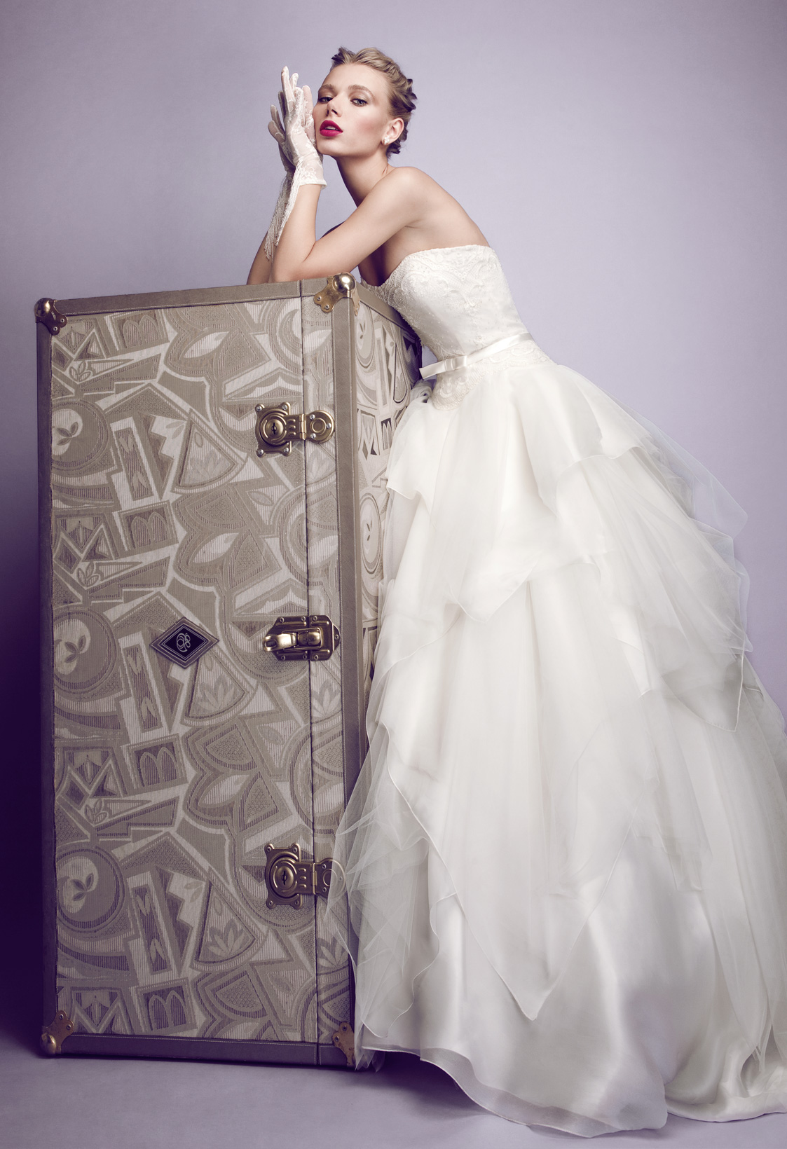 low priced 877bb 25ef6 Elvira Gramano, gli abiti da sposa sospesi tra sogno e ...