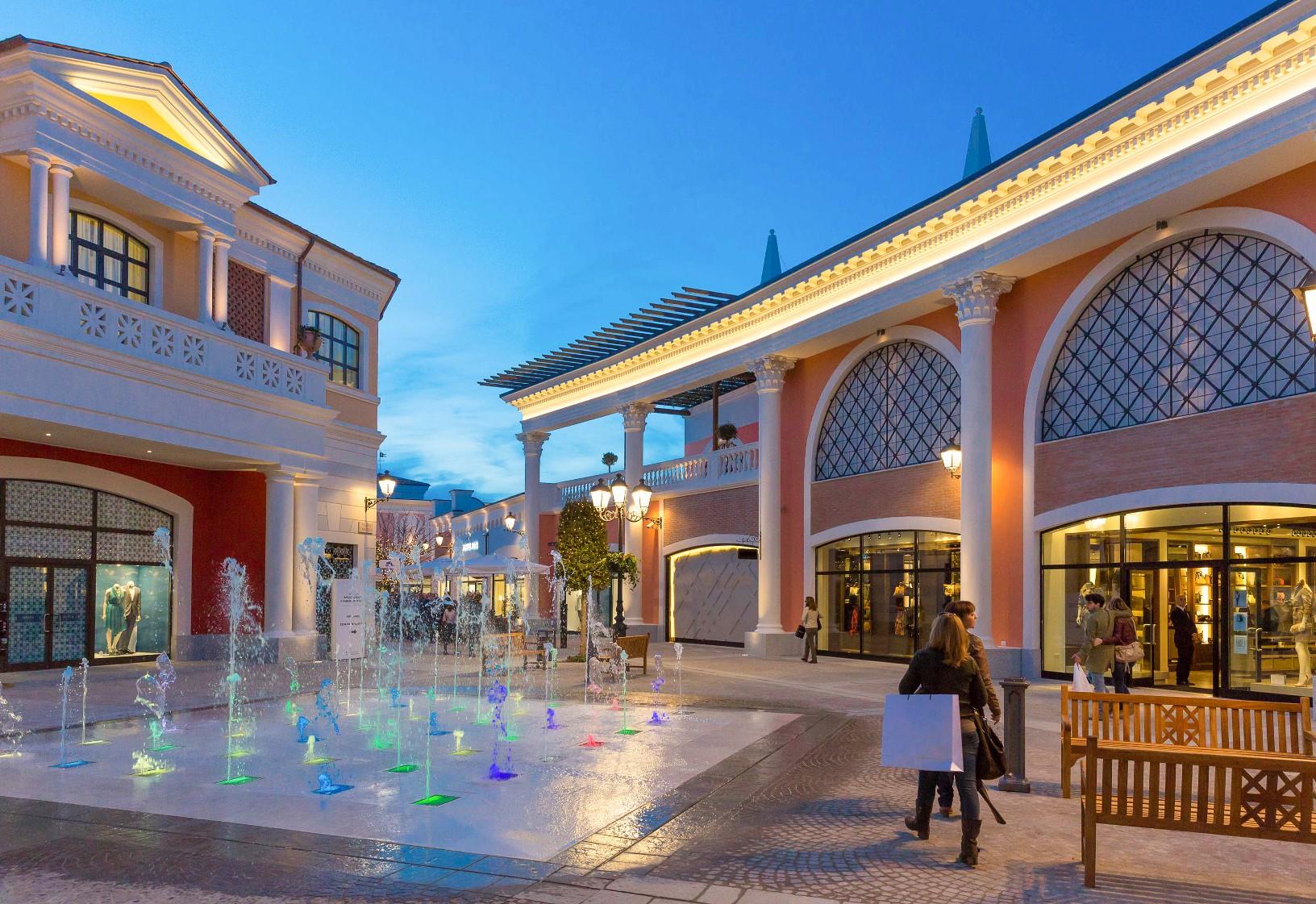 Castel romano designer outlet il villaggio della moda for Citta design outlet