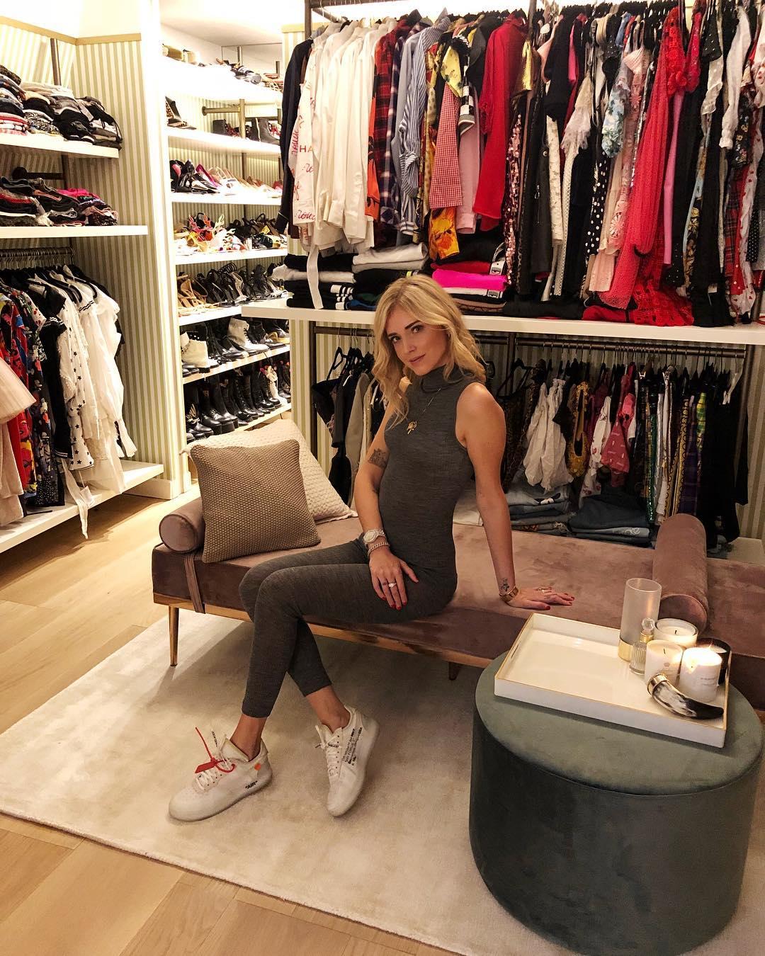 Cabina Armadio Paris Hilton.Chiara Ferragni Mostra Su Instagram Il Suo Guardaroba Da Sogno