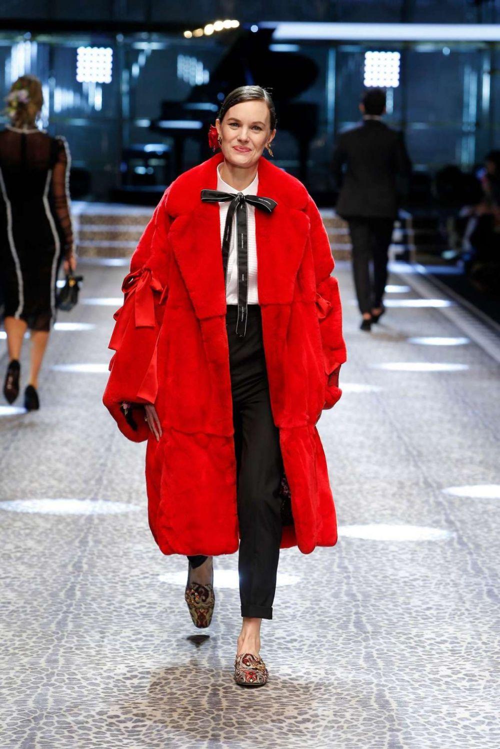 cappotto-rosso-dolce-gabbana - Velvet Style - VelvetStyle 68eb33c512b3